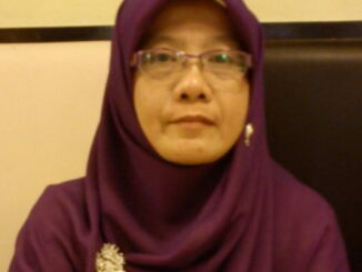 Almarhumah Dra. Nurhayati.