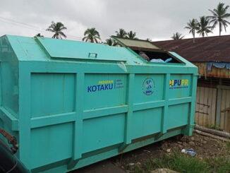 Bak sampah di pasar Pelembayan..