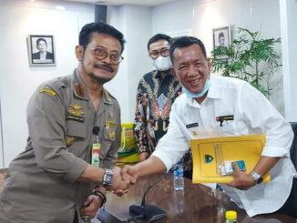 Bupati Rusma Yul Anwar bersama Menteri Pertanian RI.
