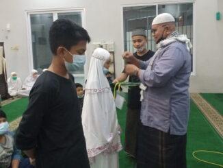 Firdaus Ilyas saat penutupan pesantren Ramadhan.