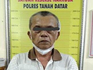 Lansia yang ditangkap Satres Narkoba Polres Tanah Datar.