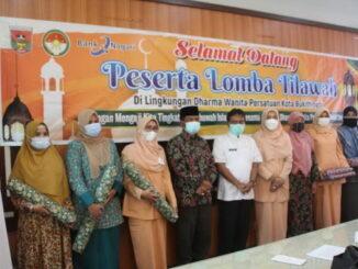 Para pemuncak lomba tahsin DWP Bukittingi bersama panitia dan Sekdako Yuen Karnova.