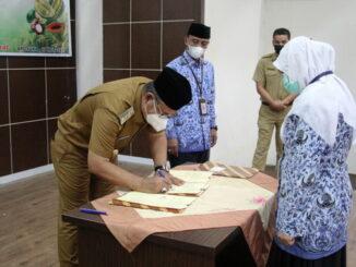 Penandatanganan nota kesepakatn Pemkab Solok dengan Balitbu dan BPTP Sumbar.