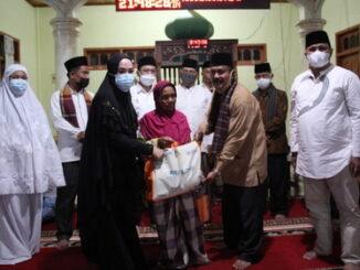 Penyerhan bantuan untuk Masjid Raya Aripan.