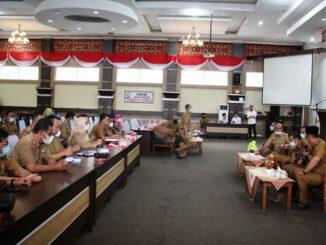 Pertemuan bupati Solok dengan Dinas PU, BPBD dan camat.