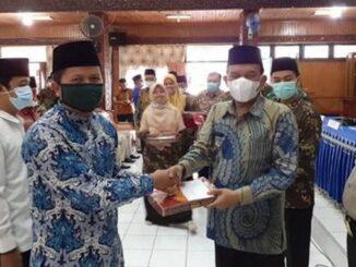 Wabup Padang Pariaman Drs. Rahmang, MM (kanan) pada acara peluncuran gerakan cinta zakat.
