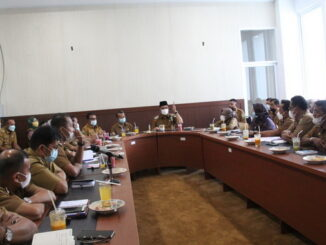 Rapat koordinasi bupati Solok dengan camat, Dinas Kesehatan dan kepala Puskesmas tentang penanganan Covid-19 di Kabupaten Solok.