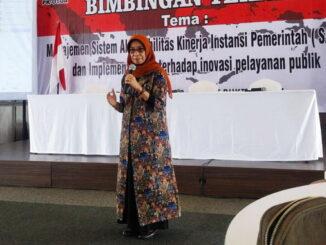 Sekdako Sawahlunto Dr.dr.Hj. Ambun Kadri, MKM saat menutup Bimtek Manajemen SAKIP.