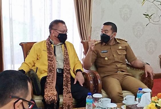 Wagub Audy Joinaldy saat menerima kunjungan anggota Komisi I DPR RI.