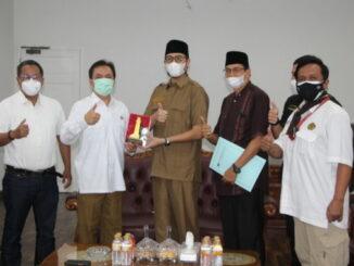 Walikota Bukittinggi Erman Safar bersama Kepala BPH Migas M. Fanshurullah Asa di rumah dinas Walikota