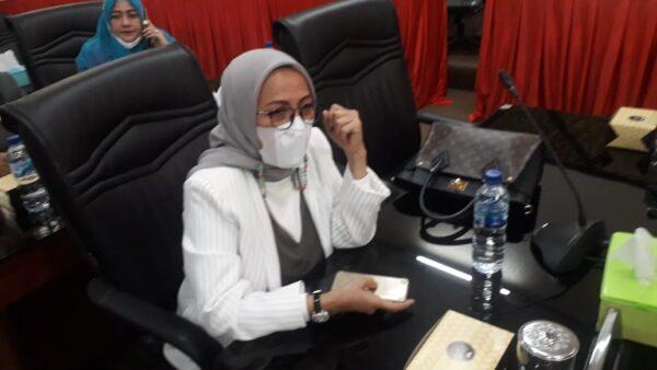 Anggota DPRD Kota Padang fraksi PAN, Irawati Meuraksa.