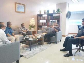 Bupati Eka Putra saat audiensi dengan Dirjen Perumahan KemenPUPR Khalawi di Jakarta.
