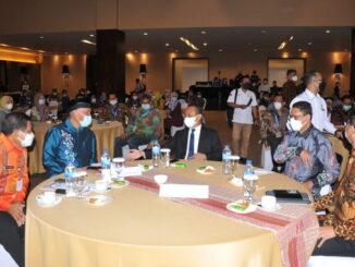 Gubernur Mahyeldi saat menghadiri Kongres HASTA.