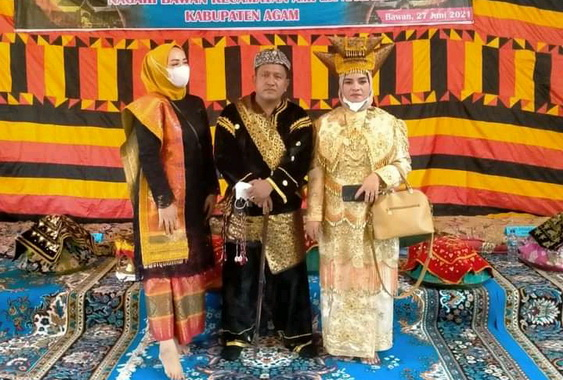 Ketua KAN Bawan foho bersama dengan Pariuak Timbago B.Dt. Tan Majo Lelo.