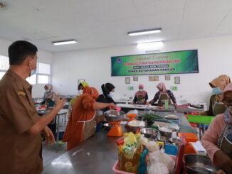 Pelatihan pengolahan masakan lokal di Payakumbuh.