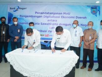 Penandatangan MoU antara Pemko Sawahlunto dan Direktur Utama Bank Nagari.