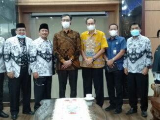 Pengurus PGRI Bukittiiggi saat audensi dengan Wako Erman Safar.