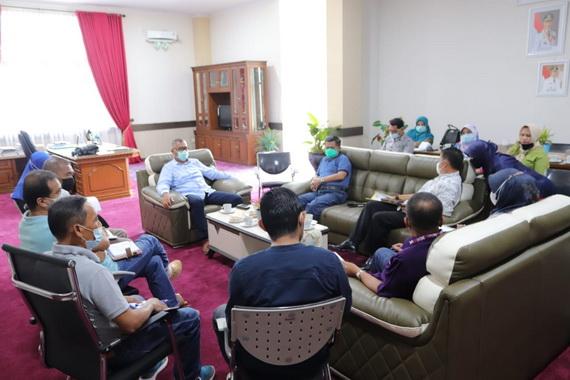 Rapat mengenai BPJS di ruang kerja walikota Payakumbuh.