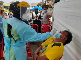 Rapid tes yang dilakukan kepada pelanggar prokes di Bukittinggi.