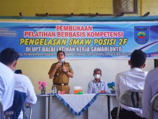 Walikota Sawahlunto memberikan pengarahan pad Pelatihan Berbasis Kompetensi.