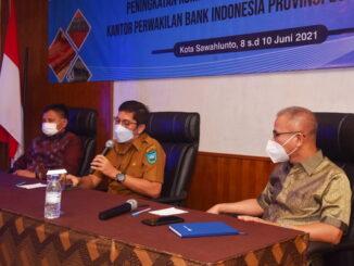 Walikota Sawahlunto saat menyampaikan dalam Peningkatan Kompetensi Pengrajin Tenun Minang.
