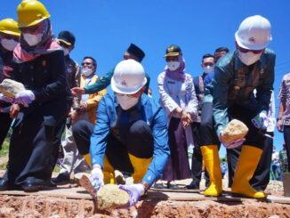 Walikota Sawahlunto saat peletakan batu pertama.