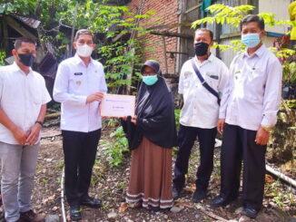 Walikota Sawahlunto serahkan bantuan di Dusun Tambun Batu Desa Muaro Kalaban.