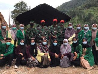 Anggota Satgas TMMD bersama mahasiswa Yang KKN Unand, UNP dan UIN Imam Bonjol.