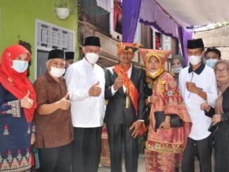 Gubernur Mahyeldi saat menghadiri prosesi Adat Basalin Bajo di Solok Selatan.