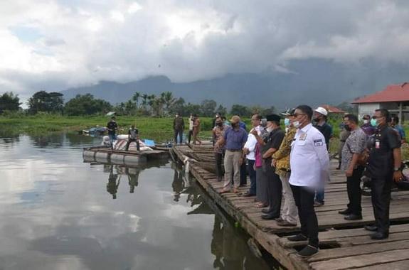 Kunjungan anggota DPRD Sumbar da bupati Agam ke Maninjau.