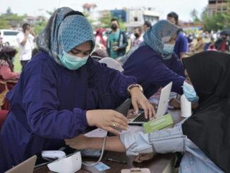 Pelaksanaan mega gebyar vakinasi covid 19 di halaman Balai Kota Payakumbuh.