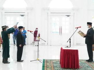 Pelantikan penjabat Sekdako Bukittinggi.