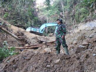 Pembukaan jalan TMMD telah memasuki perut bukit Sugak.