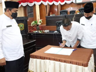 Pendatangan berita acara serah terima jabatan Kabag Umum Sekretariar DPRD Kab. Solok.