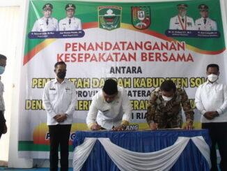 Pendatanganan MoU Pemkab Solok dengan Kota Pekanbaru.