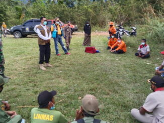 Satgas TMMD ke 111 di Talang Maur berikan penyuluhan dan praktek penanggulangan bencana.