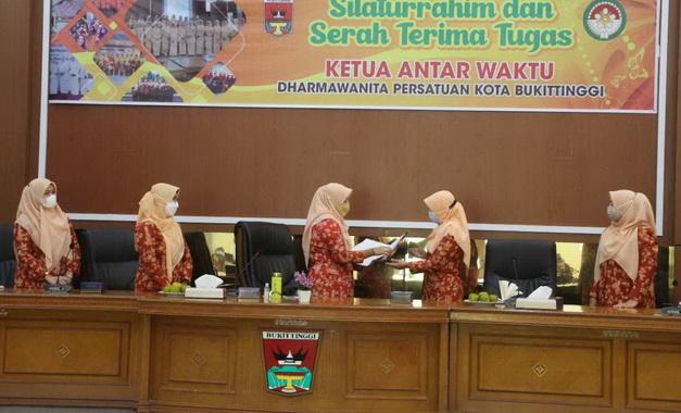 Serahterima jabatan ketua DWP Bukittinggi.