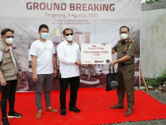 BNPT dan YHPB didukung Suma Village saat santuni mahasiswa perantauan dan masyarakat terdampak Covid-19 di Curug, Tangerang, Banten. (Dok. Istimewa)