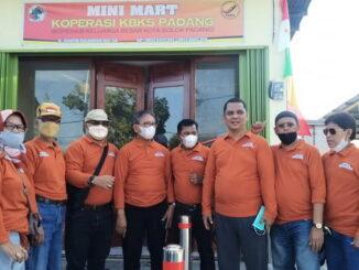 Budi Syahrial bersama pengurus KBKS Padang.
