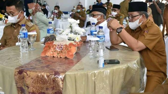 Bupati Agam Andri Warman saat menghadiri forum silaturrahmi.