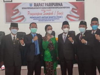 Foto bersama usai pelantikan anggota PAW DPRD Kab. Kepulauan Mentawai.