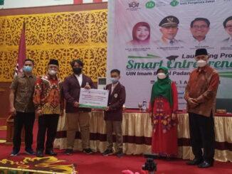 Gubernur Sumbar Mahyeldi saat meluncurkan Program Smart Entrepreneur di Kampus UIN Imam Bonjol Padang.