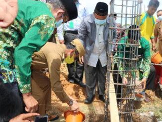 Peletakan batu pertama pembangunan komplek Muhammadiyah.