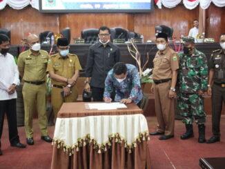 Penandatangan berita acara persetujuan pemberhentian Dodi Hendra Sebagai Ketua DPRD Kab. Solok.