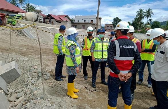 Peninjauan proyek pembangunan pengendalian banjir Batang Suliti Muara Labuh, Solok Selatan.