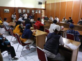 Pertemuan masyarakat dengan anggota DPRD Kota Bukittinggi.