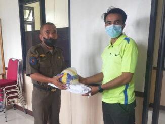 Plt.Kasatpol PP Payakumbuh salurkan bantuan alat olahraga dari peranrau gonjong limo Bandung kepada generasi muda di 40 kelurahan.