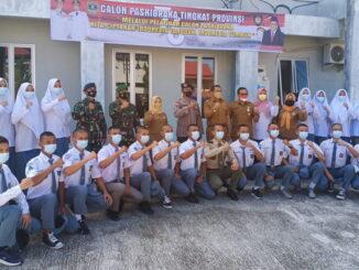 Wagub Audy bersama peserta pelatihan Paskibraka.