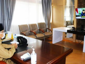Wakil Walikota Sawahlunto, H. Zohirin Sayuti, SE secara virtual melalui zoom meeting online.