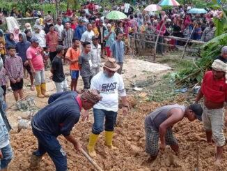 Bencana tanah longsor di Padang Pariaman.